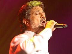 Dariush - Yavar Hamishe Momen (Live)